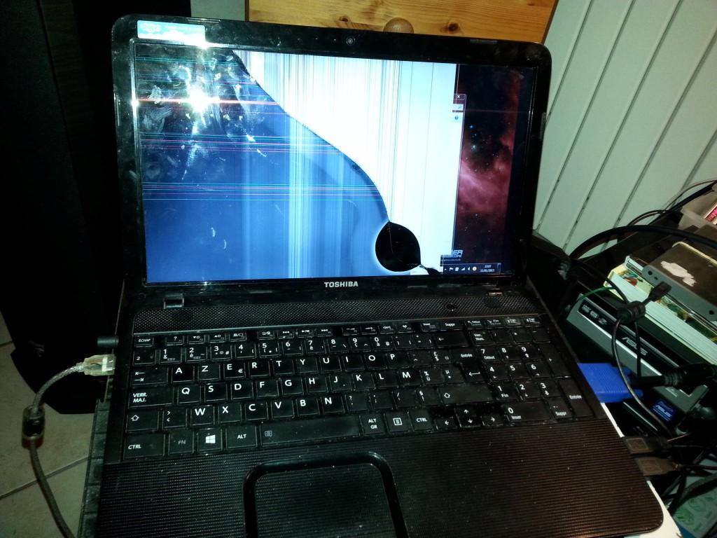 Cran cass sur toshiba satellite c855 178 comment r parer - Comment nettoyer un ecran d ordinateur ...